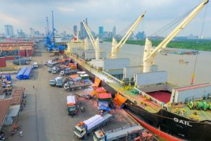 Điều chỉnh giá dịch vụ cảng biển để… tăng thu của DN nước ngoài