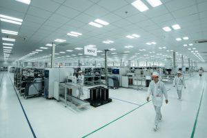 Cận cảnh bên trong nhà máy sản xuất điện thoại Vsmart