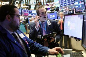 Chứng khoán Mỹ tăng điểm nhờ tia hy vọng về thương mại