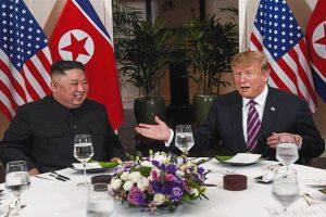 Ông Trump chia sẻ gì sau bữa tối thân mật với Chủ tịch Triều Tiên?