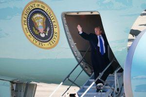 Tổng thống Trump lên chuyên cơ đến Việt Nam