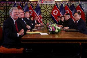 Đàm phán căng thẳng, lãnh đạo Mỹ và Triều Tiên huỷ ăn trưa, tiếp tục họp kín