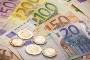 Tỷ giá Euro ngày 28/2: EUR trong nước giảm nhẹ