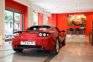 Tesla đóng cửa nhiều đại lý, chuyển sang bán hàng trực tuyến