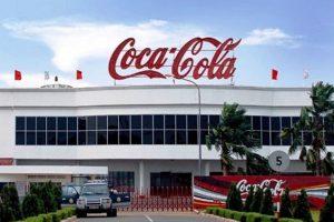 """Coca-Cola tiến vào """"mảnh đất béo"""" của Vinamilk và TH True Milk"""