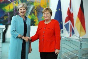 """Lãnh đạo châu Âu """"sục sôi"""" sau tuyên bố từ chức của bà Theresa May"""