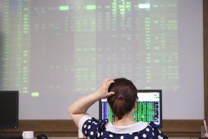 Đầu tư cổ phiếu: Chọn 'mặt gửi vàng' ngành nào?