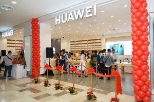 """Google """"nghỉ chơi"""" Huawei: Người tiêu dùng, doanh nghiệp bất an"""