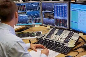 """Ngày 8/10: Thị trường bất ngờ tăng điểm, khối ngoại vẫn chưa ngừng """"xả hàng"""""""
