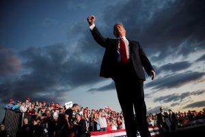 Chính thức tái tranh cử, ông Trump cam kết không để Mỹ thiệt 'dù chỉ 10 cent'