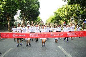 2.300 người tham gia giải chạy cộng đồng gây quỹ ủng hộ học sinh nghèo Hà Nội