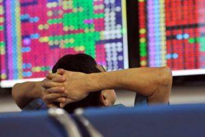 Thị trường chứng khoán ngày 31/7: Giữa phiên sáng 2 sàn giảm điểm, VN-Index mất mốc 985 điểm