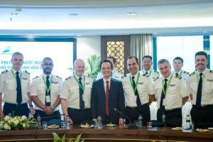 Giữa cơn khát nhân lực hàng không, ông Trịnh Văn Quyết 'khoe khéo' Bamboo Airways có 300 phi công
