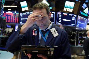 Chứng khoán Mỹ chìm trong sắc đỏ sau cú 'dằn mặt' áp thuế 300 tỉ USD