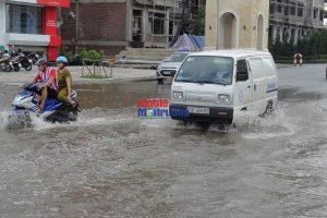 Sau bão số 3, nhiều khu đô thị Hà Nội chìm trong biển nước