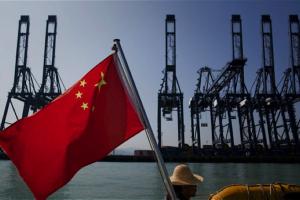 Công nghiệp Trung Quốc tăng trưởng thấp nhất 17 năm giữa tâm bão căng thẳng với Mỹ