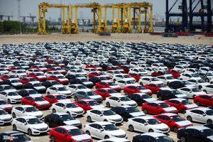 Doanh số bán ô tô 8 tháng: Xe nhập khẩu tăng 178%