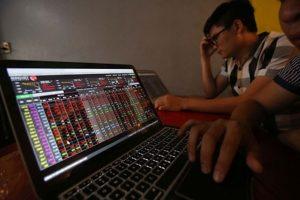 Thị trường chứng khoán ngày 23/10: Kết phiên sáng 2 sàn quay đầu giảm điểm, châu Á cũng giảm điểm