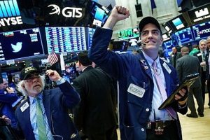 """Chứng khoán Mỹ ngày 30/10: Đón nhận tin vui, S&P 500 """"phá đỉnh"""" lịch sử"""