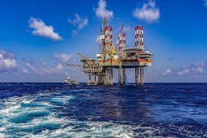 Giá xăng dầu hôm nay 9/10: Tiếp tục lao dốc