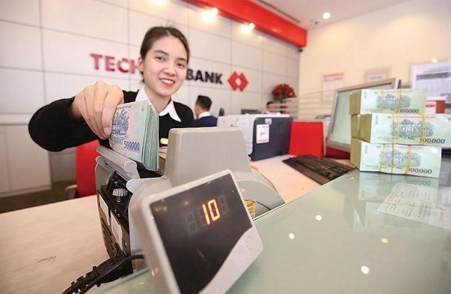Techcombank báo lãi 9 tháng tăng 14% lên 8.860 tỷ đồng, mảng tín dụng áp  đảo phi tín dụng