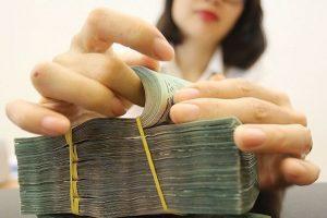Tiền gửi của người dân vào hệ thống ngân hàng bất ngờ sụt giảm trong tháng 7
