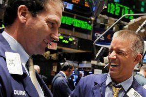 Chứng khoán Mỹ đồng loạt bứt phá, Dow Jones phá đỉnh lịch sử