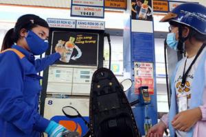"""Giá xăng giảm sau 2 lần tăng liên tiếp, giá dầu """"đi ngược"""""""