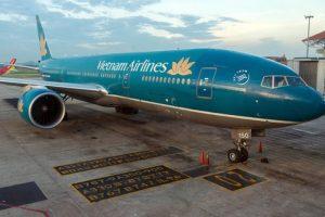 Máy bay Vietnam Airlines suýt va phải vật lạ tại sân bay Nội Bài