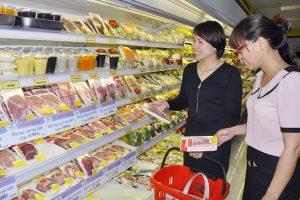 Giảm thuế nhập khẩu thịt lợn, gà: Kẻ cười, người lo