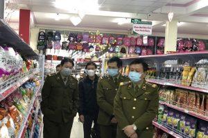 Lực lượng QLTT xử phạt 52 cửa hàng bán khẩu trang vi phạm trong ngày 8/2