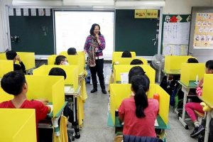TP.HCM: Học sinh đi học phải ngồi cách nhau 2m hoặc có vách ngăn
