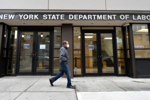 Hoa Kỳ: 6,6 triệu người dân nộp đơn xin trợ cấp thất nghiệp chỉ trong 1 tuần