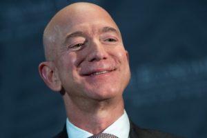 Khối tài sản của người đàn ông giàu nhất hành tinh cán mốc 200 tỷ USD