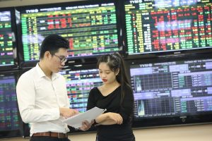 Đầu tư dài hạn, chọn cổ phiếu bất động sản nào?