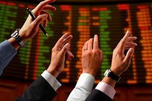 Tự doanh CTCK đảo chiều mua ròng mạnh cổ phiếu VIC, TCB, HPG và VRE tuần từ 8 – 12/3