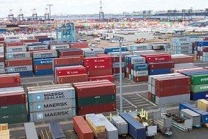 Nguyên nhân nào khiến xuất khẩu tăng, xuất siêu giảm?