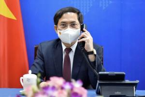 Việt Nam đề nghị Anh chuyển giao công nghệ sản xuất vaccine ngừa Covid-19