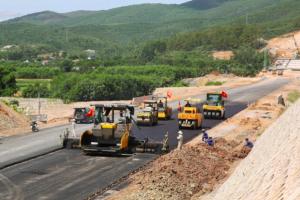 Bộ GTVT 'tuýt còi' loạt nhà thầu vi phạm tiến độ tại cao tốc Cam Lộ – La Sơn