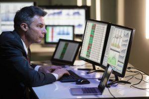 Khối ngoại bán ròng hơn 1.100 tỷ đồng phiên đầu tuần, cổ phiếu NVL, HPG bị chốt lời rất mạnh