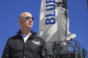 Tỷ phú Jeff Bezos sẽ bay lên vũ trụ vào tháng 7