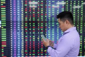 Cổ phiếu tài chính hồi phục mạnh, VN-Index hướng về mốc 1.300 điểm