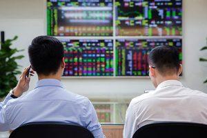 Thị trường rung lắc đầu phiên, VHM tiếp tục giảm giá