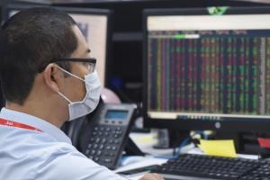 VN-Index rớt gần 8 điểm dưới sức ép của VHM và SAB, thanh khoản vẫn cao