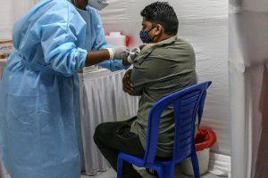 Một nửa dân số Ấn Độ được tiêm vaccine ngừa COVID-19