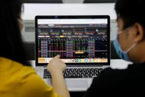 VN-Index đi ngang, cổ phiếu phân bón đồng loạt tăng kịch trần