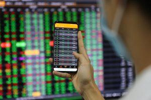 VN-Index nhích thêm hơn 3 điểm bất chấp cổ phiếu ngân hàng tiếp tục 'kém sắc'